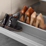 Detailansicht Schubladenelement mit Schuhablage des Modells Alea von Kettnaker.