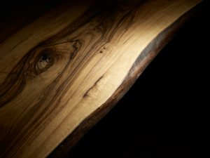 Massivholztischkante der Tische von Scholtissek.