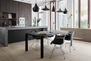 Tisch Soma von Kettnaker in schwarz.
