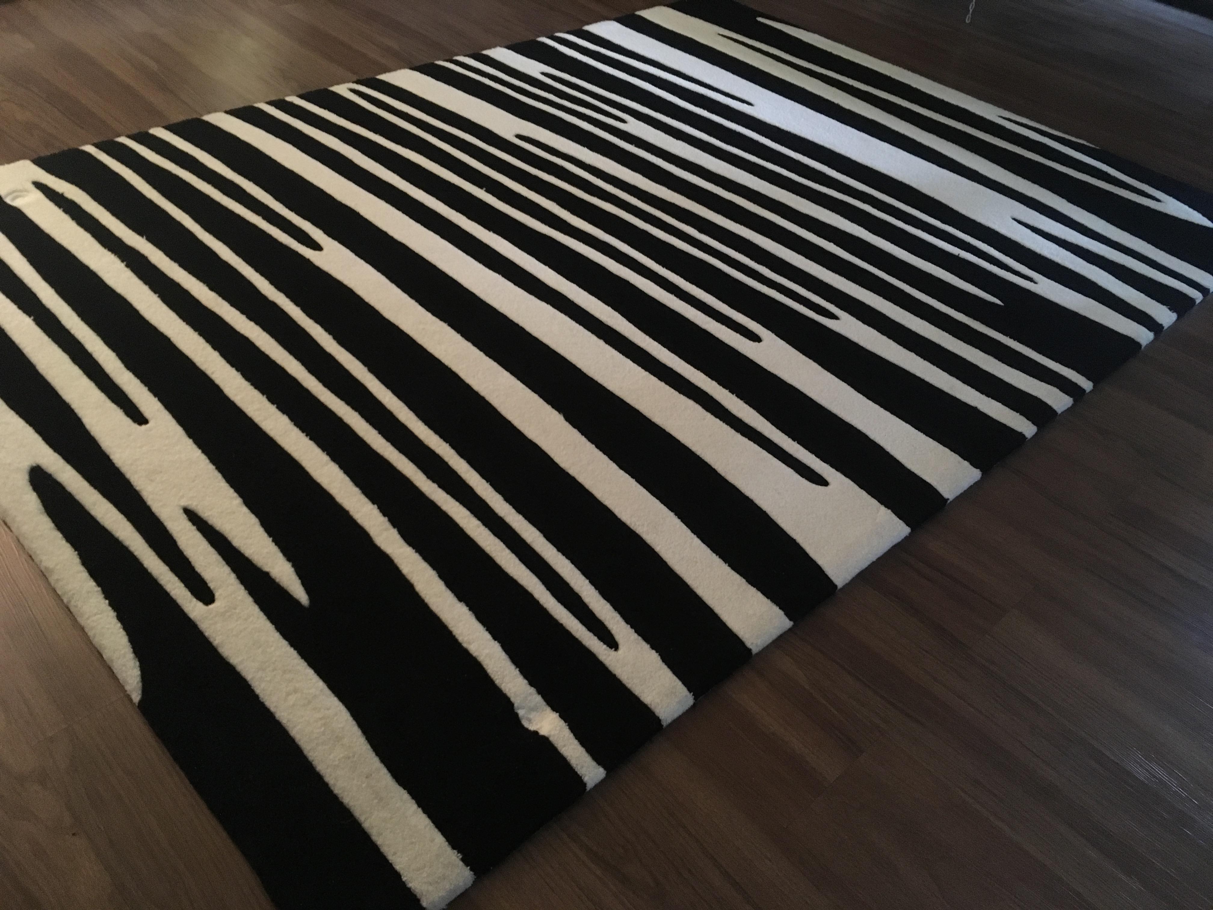 moderner teppich in schwarz wei tolles grafisches muster. Black Bedroom Furniture Sets. Home Design Ideas