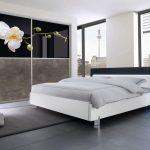 Begehbarer Kleiderschrank von Geha Möbel. Raumteilertüren mit ihrem Lieblingsmotiv auf der Front.
